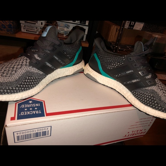 buy online 70d4e 1cd03 Adidas Ultra Boost 2.0 Size 11.5 Running Shoes